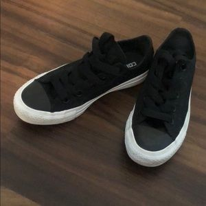 All black Top Converse